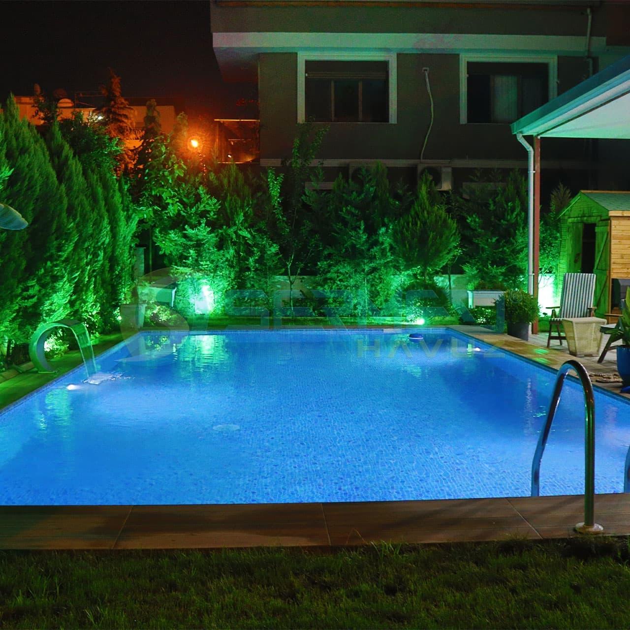İzmir'de Sedat Bey'e Fipool Skimmerli Panel havuz Sermed Havuz Firması Tarafından Yapıldı.